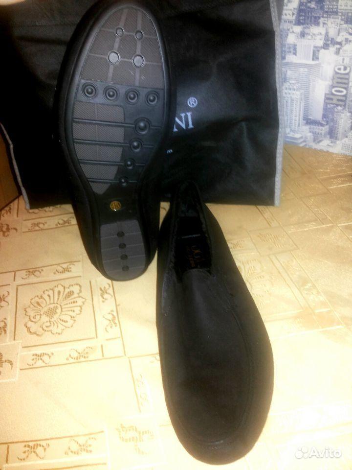 Туфли с шипами на каблуке черные