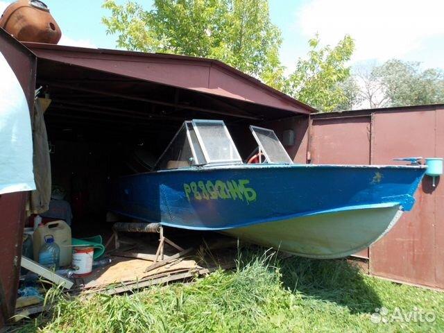 куплю моторную лодку с местом