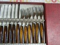 Набор посуды и ножей с вилками